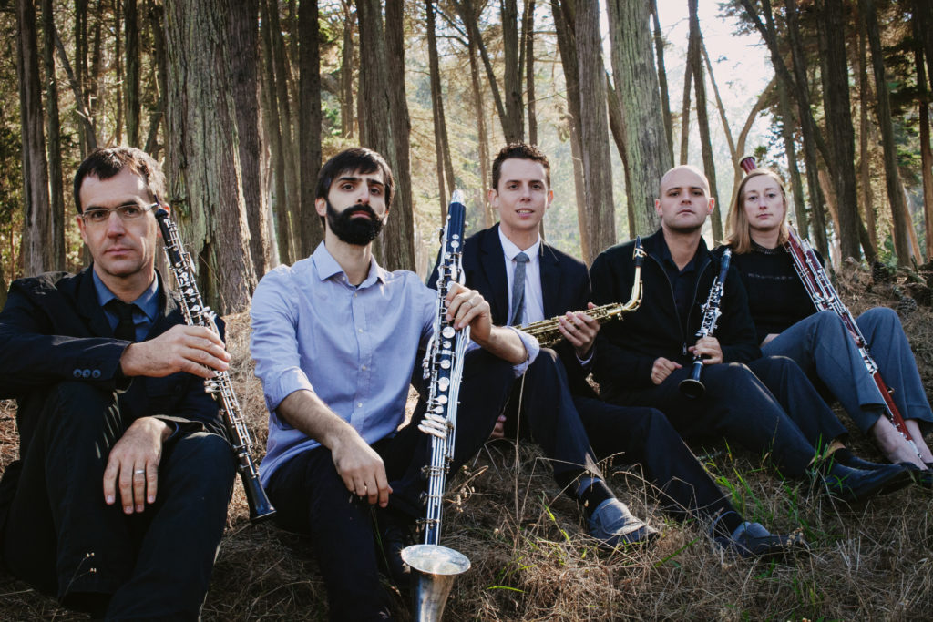 Splinter-Reeds-1_(L-R)_Kyle-Bruckmann_oboe_Jeff-Anderle_bass-clarinet_David-Wegehaupt_saxophone_Bill-Kalinkos_clarinet_Dana-Jessen_bassoon_Photo-by-Aubrey-Trinnaman