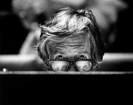 John Milton CAGE  (1912-1992) Amerikaanse avant-garde componist tijdens een masterclass bij het Conservatorium in den Haag. foto VINCENT MENTZEL==Nederland. Den Haag, 21 november 1988